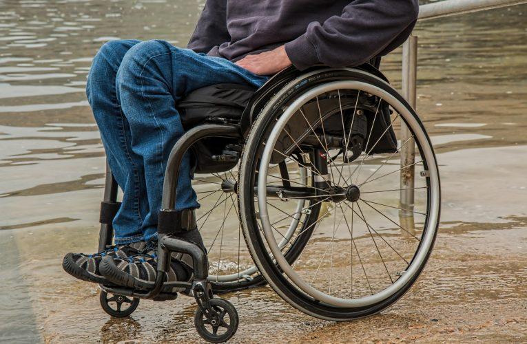 Les pertes de mobilité et de sensibilité favorisent l'apparition des escarres