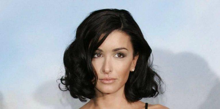 Jenifer Bartoli : poids, taille, IMC, mensurations de la chanteuse