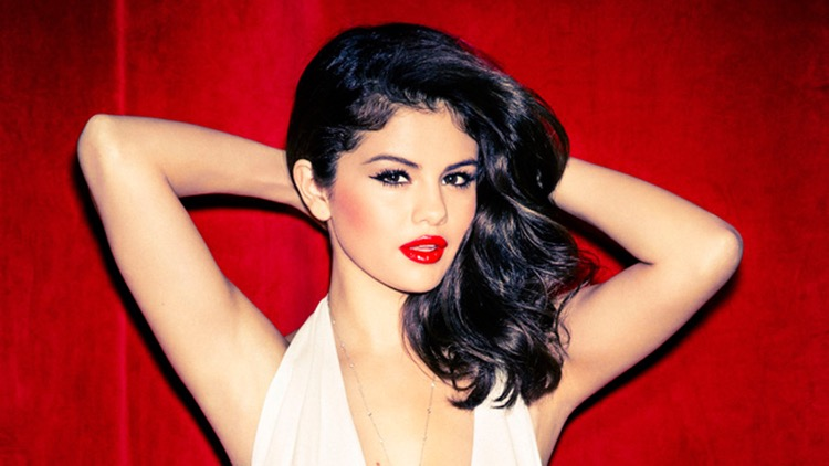 Selena Gomez : poids, taille, IMC, mensurations de l'actrice chanteuse